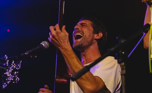 גון בן ארי בהופעה בבארבי, אפריל 2021 (צילום: אריאל עפרון)