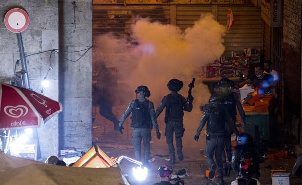 """חיילי מג""""ב וכוחות המשטרה במהומות בהר הבית (צילום: אוליבר פיטוסי, פלאש 90)"""