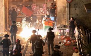 כוחות משטרה במהומות בהר הבית (צילום: רויטרס)