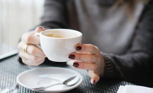 כוס קפה (צילום:  Maria Sbytova, shutterstock)