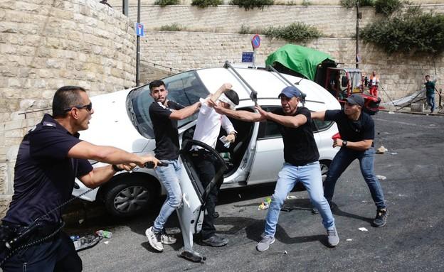 המהומות בי-ם: ניסיון לינץ' בנהג שנרגם באבנים