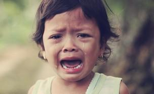 פעוטה בוכה (צילום: Arwan Sutanto UNSPLASH)