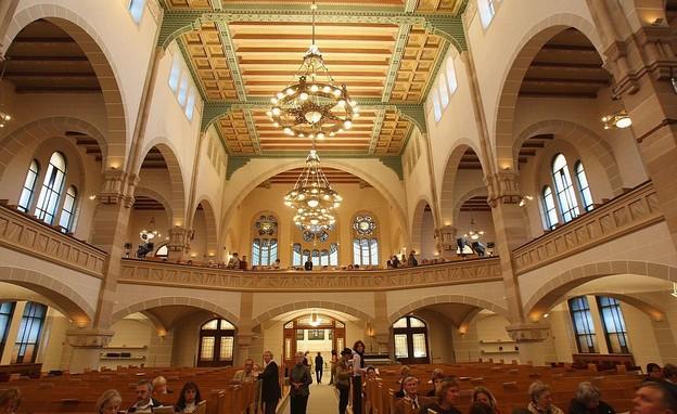 בתי כנסת שבועות, בית הכנסת רייקה שטראסה - 2 (צילום: GettyImages by Sean Gallup)