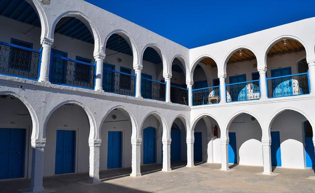 בתי כנסת שבועות, בית הכנסת אל גריבה טוניס (צילום: Shutterstock By Authentic travel)