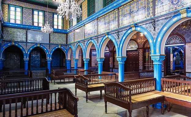בתי כנסת שבועות, בית הכנסת אל גריבה טוניס (צילום: Shutterstock By BTWImages)