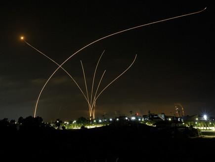 יירוטים מעל אשקלון (צילום: Edi Israel/Flash90)