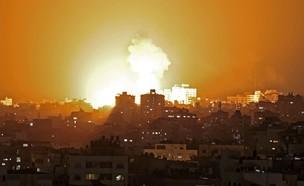 """הפצצות צה""""ל בעזה - מבצע שומר החומות (צילום:  MAHMUD HAMS, AFP)"""