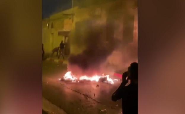 רכוש נשרף על ידי מתפרעים בלוד בלילה