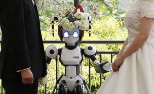 רובוטית בחתונה  (צילום: רויטרס)