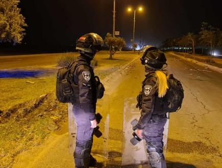 """""""שוטרים פחדו לירות לעבר המתפרעים. הידיים שלנו כבולות"""""""