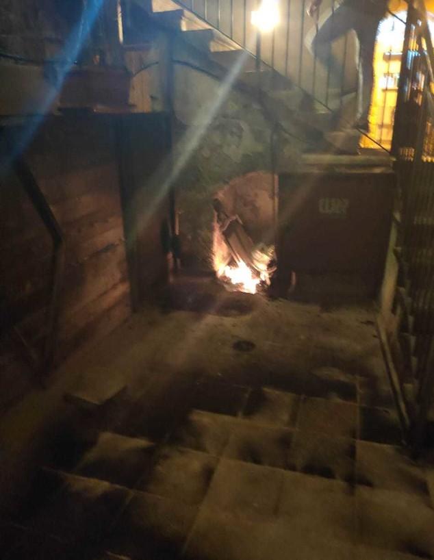 המלון בעכו עולה באש (צילום: באדיבות שי מיקה)