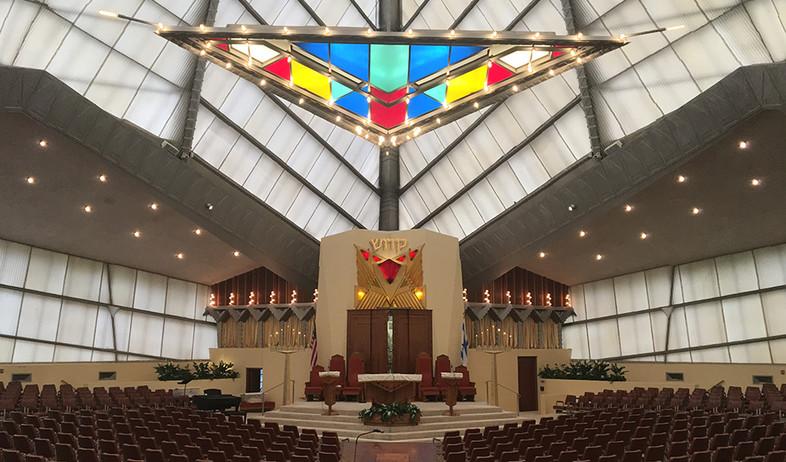בתי כנסת שבועות, ג, בית כנסת בית שלום פנסילבניה (צילום: Helene Mansheim)