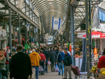 """הערים המעורבות בוערות, רמלה שומרת על שקט יחסי: """"לא ניתן שיהרסו את מערכת היחסים הטובה בין יהודים לערבים בעיר"""""""