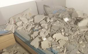 """הבית שנפגע פעמיים מרקטות, יום אחרי יום (צילום: מתוך """"חדשות הבוקר"""" , קשת 12)"""