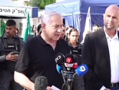 """נתניהו, אוחנה ומפכ""""ל המשטרה בביקור בלוד (צילום: חדשות)"""