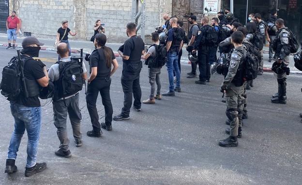 המשטרה חוסמת את רחוב יפת ביפו (צילום: N12)