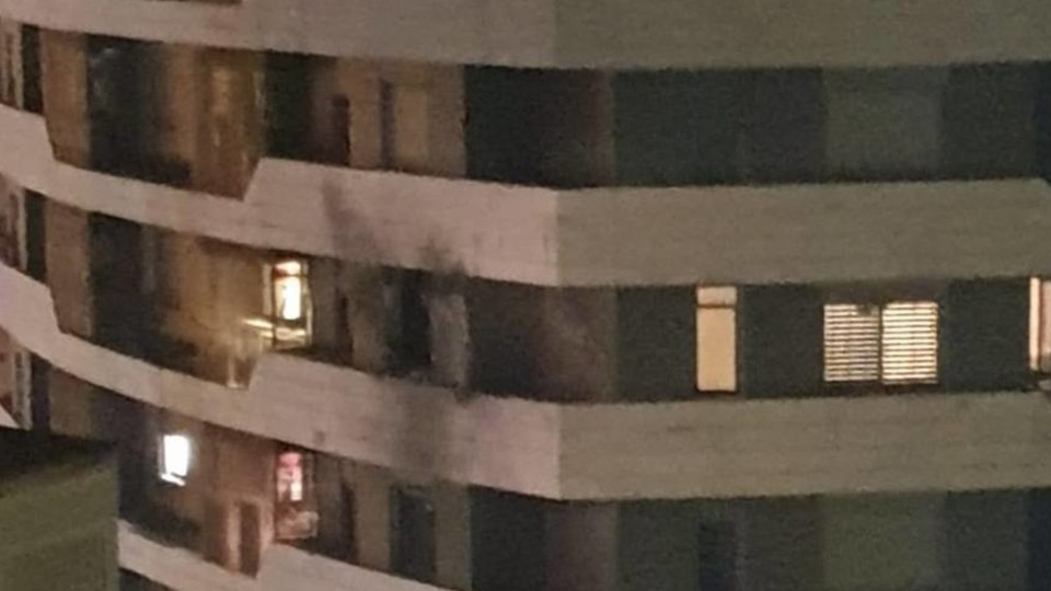 פגיעה ישירה בבניין רב-קומות באשדוד