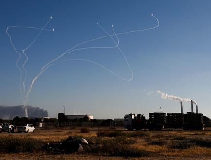 """מבצע """"שומר החומות"""": ירי רקטות מרצועת עזה לעבר ישרא (צילום: רויטרס)"""