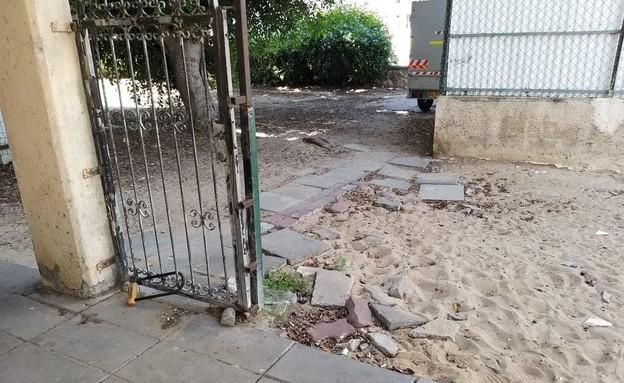 הדרך למקלט באשדוד (צילום: ריקי כהן בנלולו, באדיבות הצלמת)