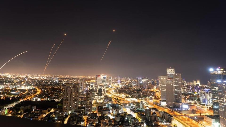 יירוטים בשמי תל אביב (צילום: עידן בן הרוש)