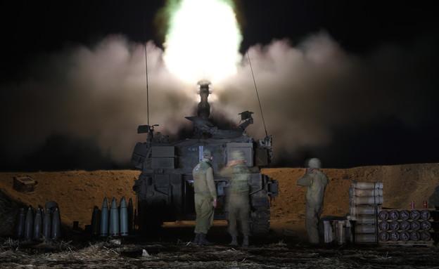 """מבצע שומר החומות - צה""""ל יורה לעבר רצועת עזה (צילום: גילי יערי, פלאש 90)"""