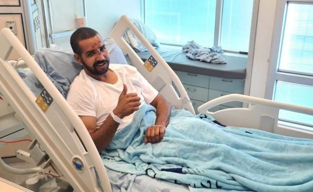 סעיד מוסא שהותקף בבת ים בבית החולים (צילום: חדשות 12)