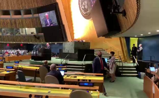 """ארדן נוטש את העצרת הכללית של האו""""ם בזמן נאום של שר"""