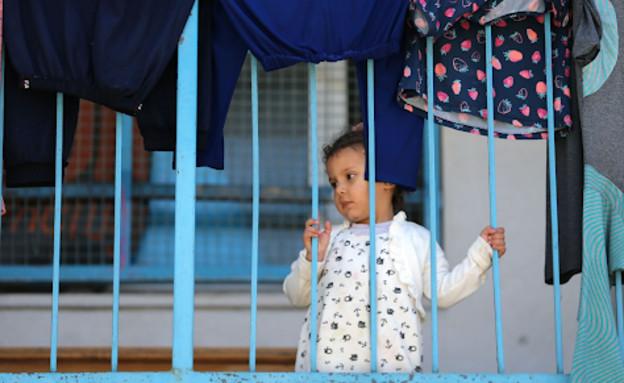 """ילדה במרכז הסיוע של האו""""ם בעזה (צילום: שי פרנקו, רויטרס)"""