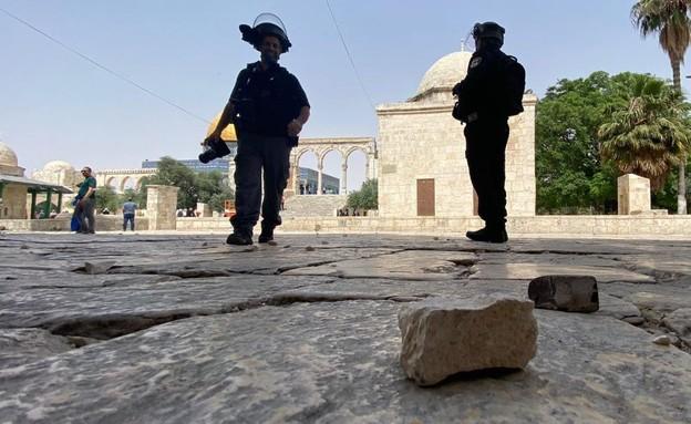 אבן שהושלחה לעבר שוטרים בהר הבית (צילום: דוברות המשטרה)