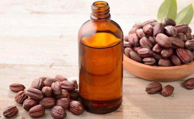 שמן חוחובה (צילום: AmyLv, Shutterstock)