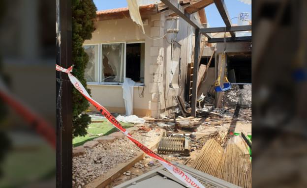 הבית שנפגע מרקטה - המאבטחים שהוצבו חגגו וזיהמו