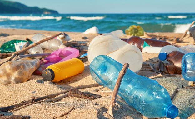 פלסטיק בים (צילום: Larina Marina, shutterstock)