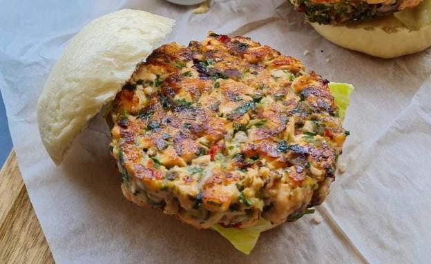 המבורגר סלמון של אהרוני (צילום: ישראל אהרוני)