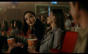 """פרסום ראשון: גל גדות בקמפיין חזרה לשגרה (צילום: מתוך """"ערב טוב עם גיא פינס"""", קשת 12)"""