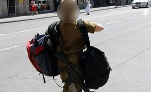 """חיילת יוצאת הביתה, אילוסטרציה (צילום: לע""""מ)"""