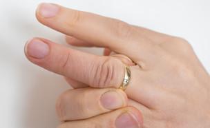 אצבעות נפוחות (צילום:  andriano.cz, shutterstock)