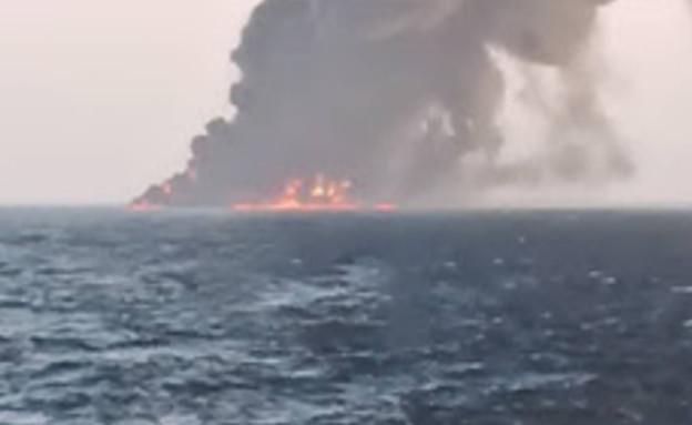 הספינה הגדולה ביותר בצי האירני שעלתה באש במפרץ עומ