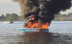סירה התפוצצה באגם מוזס (צילום: מתוך עמוד הטוויטר retro_ushi_@, twitter)