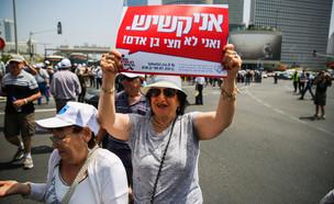 פנסיונרים מפגינים  בתל אביב נגד קיצוץ בקצבאות הפנסיה, מאי 2019 (צילום: פלאש 90)