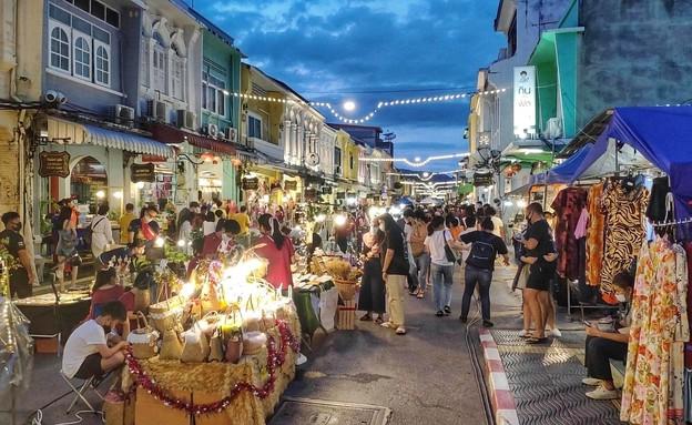 שוק הלילה בעיר העתיקה (צילום: מתוך האינסטגרם והפייסבוק של משפחת רוזנטל: OLO – Only Live Once)