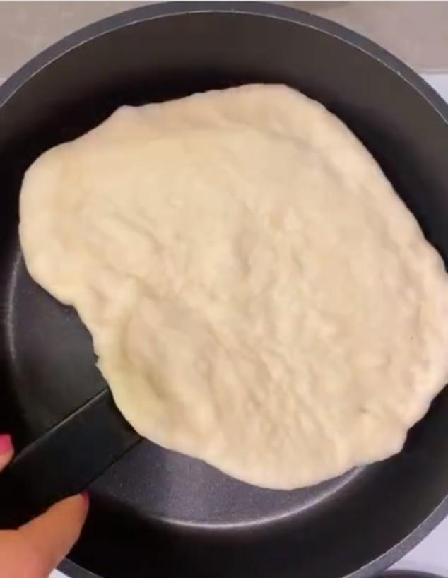 פיצה במחבת - הבצק