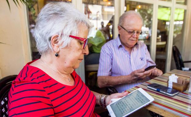 """ספרים דיגיטליים (צילום: יח""""צ עברית)"""