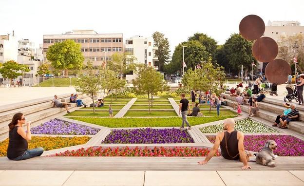 בהשראת דני קרוון, כיכר הבימה (צילום: כפיר בולוטין)
