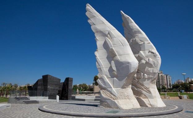בהשראת דני קרוון, אנדרטת הניצחון בנתניה (צילום: חן וינקלר)