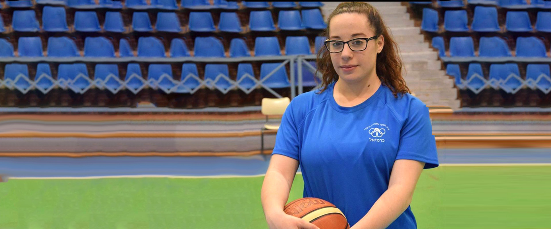 כדורסלנית צעירה שמשחקת למרות מחלה תורשתית