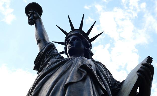 """""""האחות הקטנה"""" של פסל החירות (צילום: רויטרס)"""