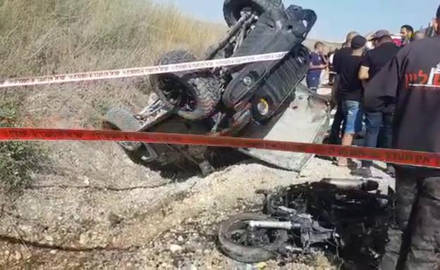 """זירת התאונה הקטלנית ברמות מנשה בה נהרגו שני גברים (צילום: דוברות מד""""א )"""