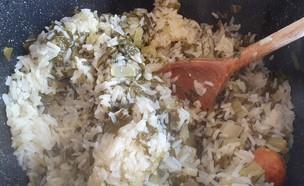 אורז עם מנגולד ולימון (צילום: דנה בר-אל שוורץ, אוכל טוב)