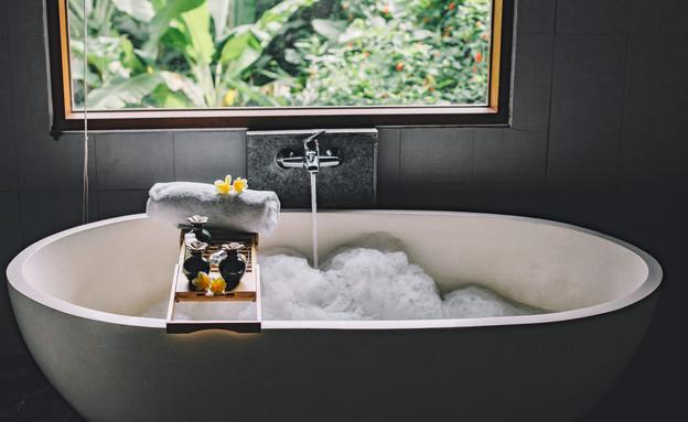 אמבטיה קצף מפנקת (צילום: By Alena Ozerova, shutterstock)