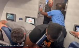 מהומה במטוס (צילום: יוטיוב)